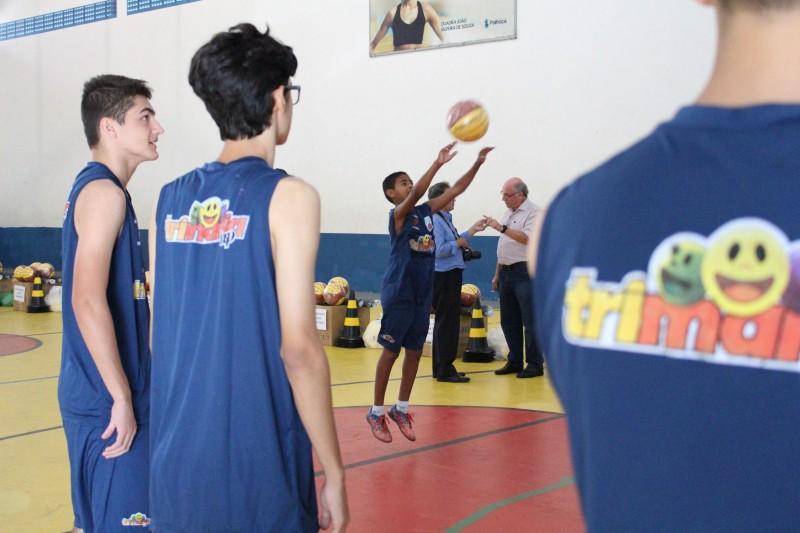 Brusque sedia clínicas de basquete e finais do estadual sub-12