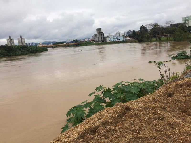 Nível do Itajaí-mirim vai baixando gradativamente