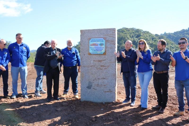 Inaugurada a pedra fundamental da nova estrutura do Brusque Jeep Clube