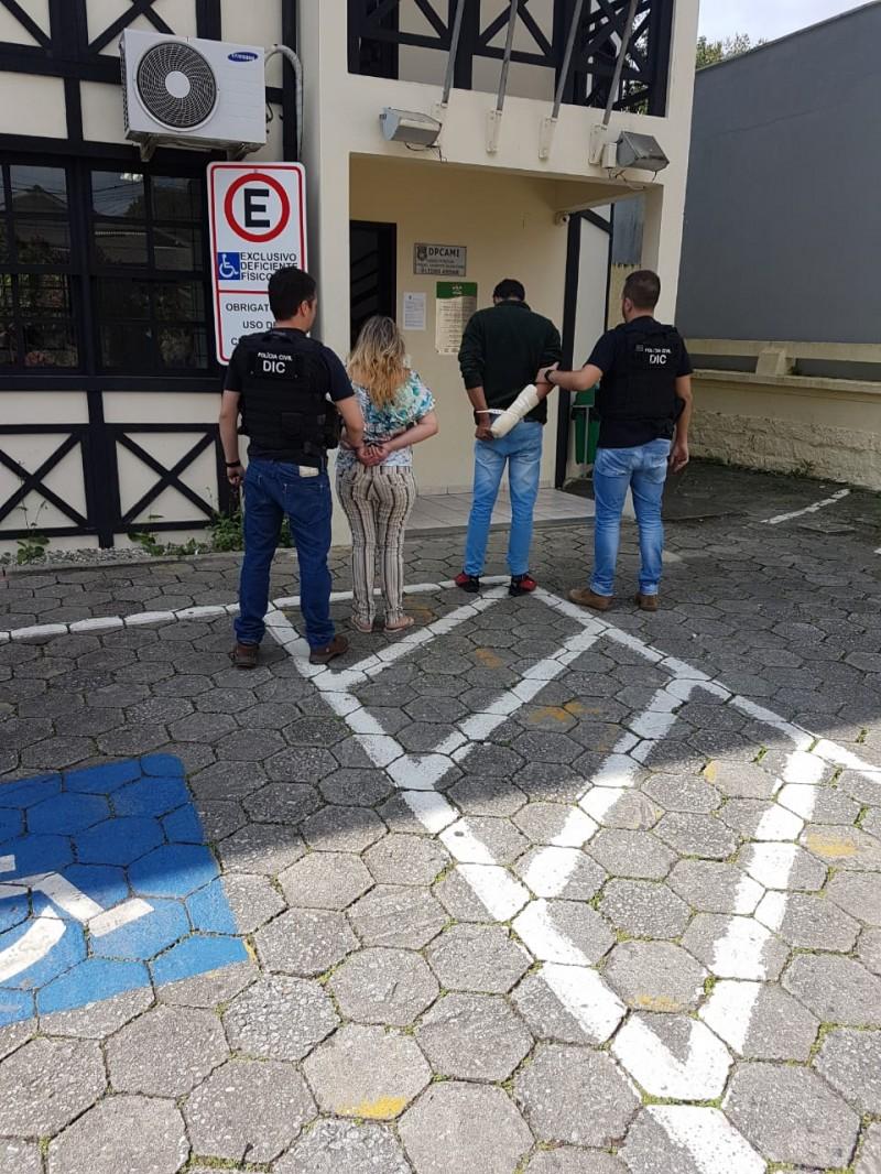 Polícia prende casal acusado de homicídio no centro da cidade