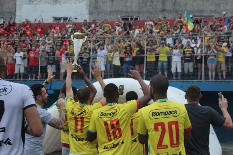 Bruscão conquista o penta da Copa SC nos pênaltis
