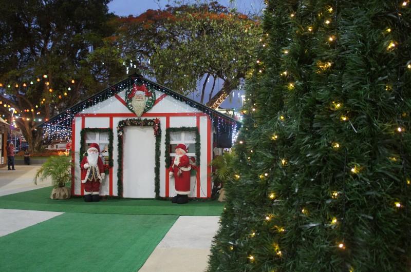 Depois da tempestade, casa do Papai Noel está reaberta