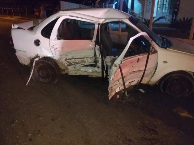 Acidente deixa três feridos no bairro Poço Fundo