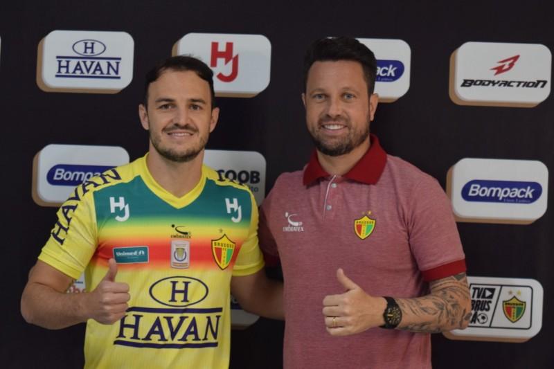 Bruscão anuncia retorno do lateral Ronaell