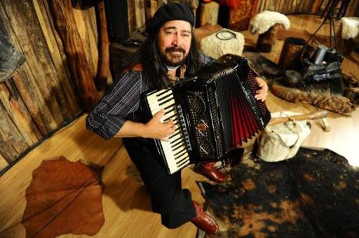 Morre o cantor tradicionalista Porca Véia